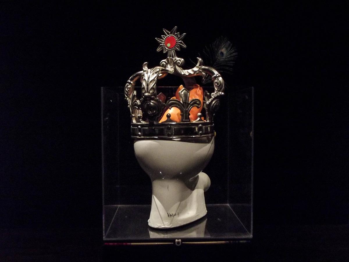 The naked king,90x80X80cm,mixed media.